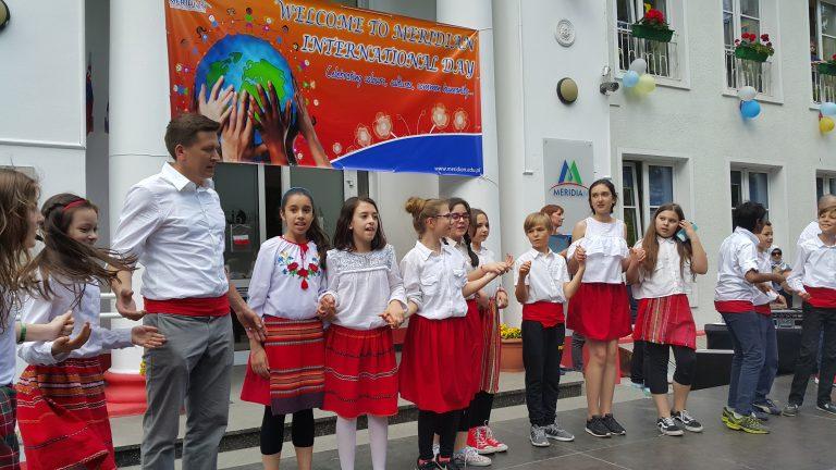 Ден на различните култури в училище Меридиан във Варшава