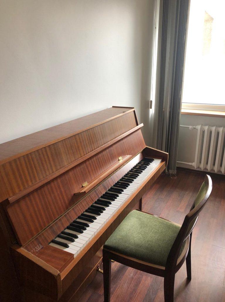 Имаме си пиано!